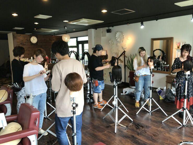 熊本県玉名市にある美容室SRED(スレッド)レザーカット☆